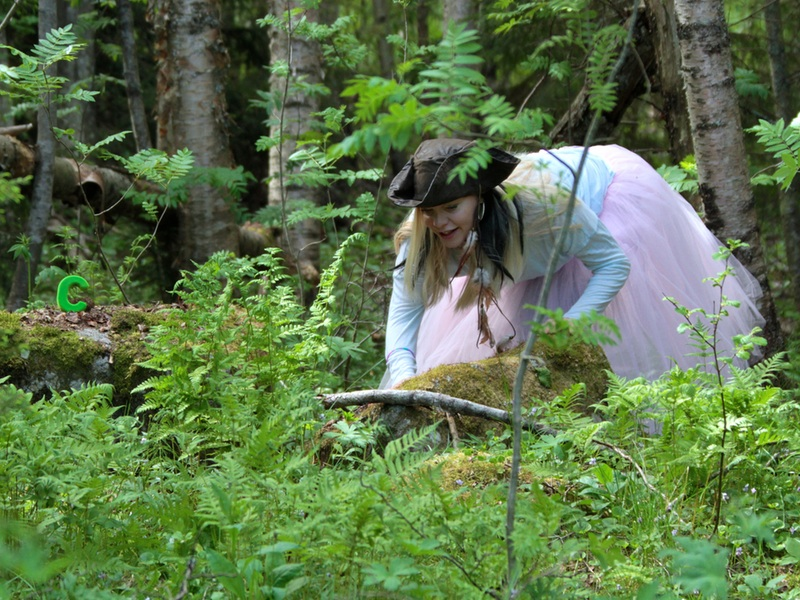 Pirate Sessa hunting for letters in the woods