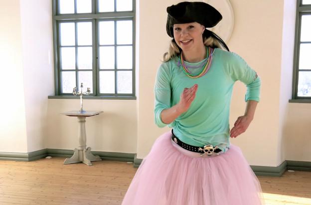 Pirate Sessa kids dance in the Caslte